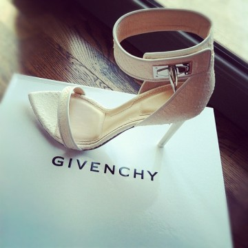 natalia vodianova givenchy heels (via theflipsideblog)
