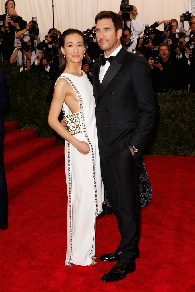 met gala 2015 maggie q in tory burch and dylan mcdermott