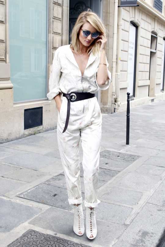 Rosie Huntington-Whiteley out and about in Paris. Pictured: Rosie Huntington-Whiteley Ref: SPL1071677  050715   Picture by: SPL_Paris / Splash News Splash News and Pictures Los Angeles:310-821-2666 New York:212-619-2666 London:870-934-2666 photodesk@splashnews.com